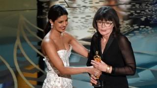 Oscar Awards 2016: Priyanka Chopra gives award to editor Margaret Sixel for 'Mad Max: Fury Road'