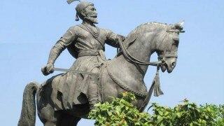 महाराष्ट्र में स्कूली सिलेबस से हटा शिवाजी का इतिहास, निशाने पर फणडवीस सरकार