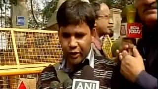 JNU row: Journalist Tarique Anwar attacked by lawyers outside Patiala House Court, stone pelted at media vehicles