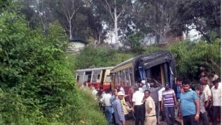 Close shave for passengers as train derails near Vellore