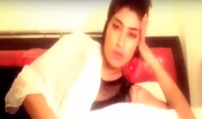 Pakistani model Qandeel Baloch vows to 'strip dance' if Pak defeats India in ICC T20 World Cup 2016! (Watch Video)