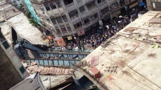 Under construction Vivekananda flyover collapses in Kolkata; rescue operations underway (Video)