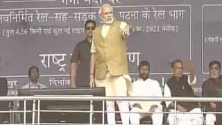 Narendra Modi asks crowd to keep quiet as they chanted 'Modi Modi' during Nitish Kumar's speech (Watch Video)