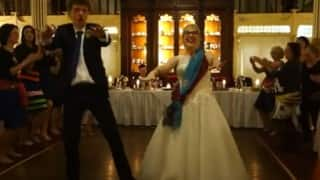 This newlywed from the west and their guests shows how one should dance to London Thumakda song!