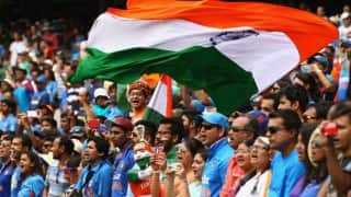 Crowd cheering for Virat Kohli & MS Dhoni at Airport is a must watch for Indian cricket team fans