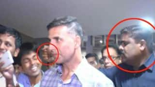 Akshay Kumar's bodyguard punches fan at Mumbai airport! Does this video remind you of Shah Rukh Khan's FAN?