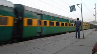 Good News: रेल मंत्रालय ने किया एलान, अभी बंद नहीं होगा गरीब रथ का सफर