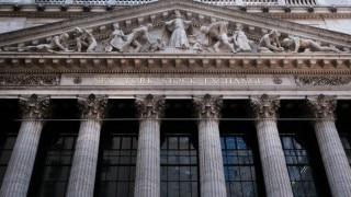 US stocks waver on big bank earnings