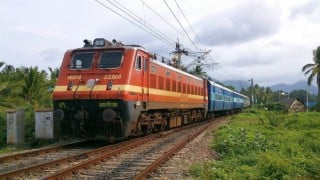 100 passengers onboard Gujarat-bound trains robbed in UP