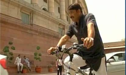 Odd Even effect: Cycle, horse the new modes of transport to India