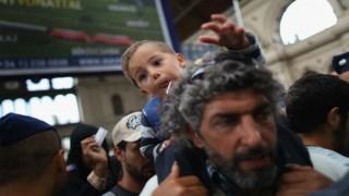 European Union begins shipping migrants in Greece back to Turkey