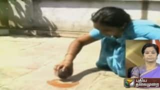 Hyderabad: Scorching heat helps woman fry omelet at verandah (Watch Video)