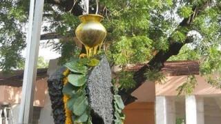 400 साल पुरानी परंपरा टूटी, महिलाओं को भी मिली शनि शिंगणापुर में पूजा करने की इजाजत