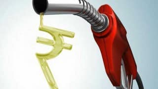 Fuel Prices Witness Declining Trend; Petrol Costs Rs 80.25 Per Litre in Delhi And Rs 86.33 in Mumbai