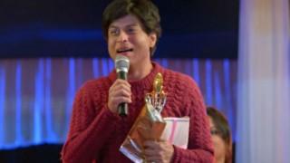 Fan: Shah Rukh Khan's exclusive tips to woo a woman! (Watch Video)