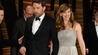 Ben Affleck, Jennifer Garner spotted kissing together