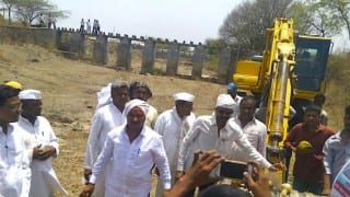 Maharashtra villagers now resort to crowd-funding to raise money for building dams!