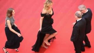 Cannes 2016: Julia Roberts walks barefoot at red carpet