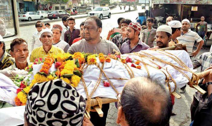 Mumbai Muslims show path of communal harmony, perform last rites of Hindu woman