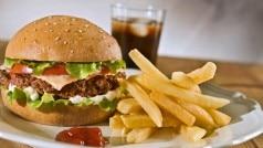 Junk Food Side Effects: पिज्जा, बर्गर, मोमोज खाने से अंधा हो गया लड़का, क्या बच्चों के लिए जहर है जंक फूड?