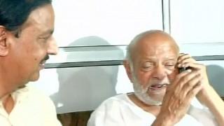 Narendra Modi speaks to Mahatma Gandhi's grandson Kanubhai Gandhi, who lives in old age home