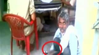 Muzaffarnagar: Uttar Pradesh police forces complainant to polish shoes (Video)