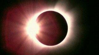 Surya Grahan 6 Jan 2019: अमावस्या पर आंशिक सूर्य ग्रहण, भारत में ये होगा समय, जानें कबसे लगेगा सूतक...