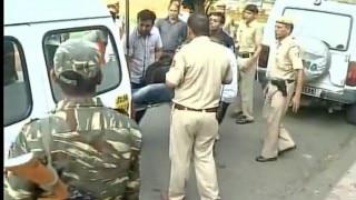 दिल्ली के अतिसुरक्षित विजयचौक में पेड़ से लटका मिला शव