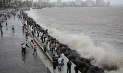 Incessant rains lash Mumbai; heavy spells predicted in 48 hrs