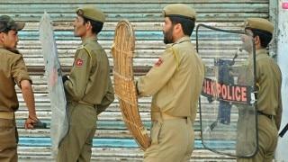 Four troopers, 3 policemen hurt in Kashmir explosion