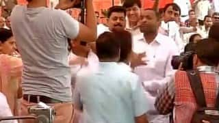 AAP councillor thrashed by BJP councillors for wearing party cap at MCD meet! (Watch Video)
