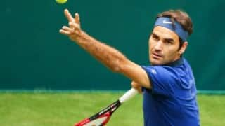 Roger Federer makes winning start at Halle Open