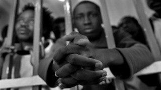 Bahrain jailbreak sparks manhunt