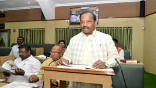 Raghubar Das administers oath to people to save water, plant saplings