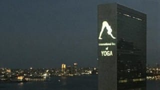 International Yoga Day 2016: United Nations building lit up with projection of Yoga posture 'parvatasana' ahead of grand celebrations worldwide! (See Pics)