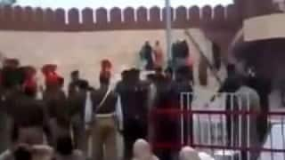 Watch: Indian, Pakistani soldier clashed during Beating Retreat ceremony at Hussainiwala border in Punjab (Video)