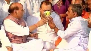 BJP MP Maheish Girri breaks fast outside Delhi CM Arvind Kejriwal's house on being urged by Home Minister Rajnath Singh