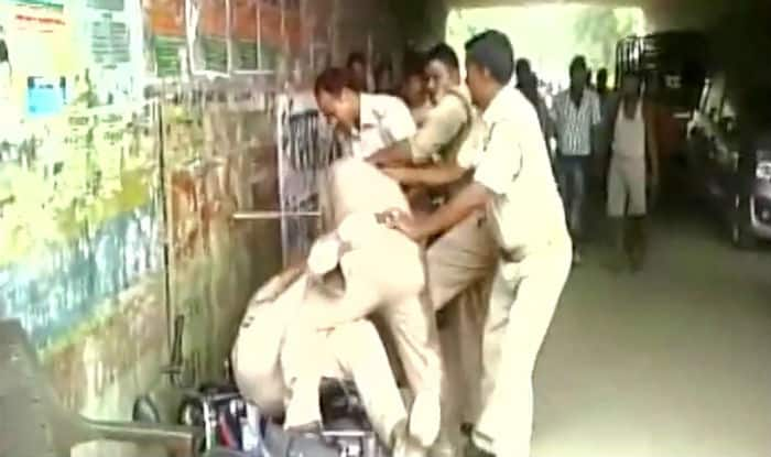 Watch: Policemen in Lucknow scuffle on road over sharing bribe (Video)
