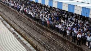 मुंबई: हार्बर लाइन बाधित, यात्री बेहाल
