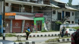 Terrorists who gunned down two policemen in Anantnag walked freely after the attack, their image goes viral!