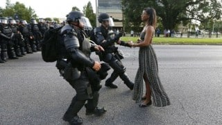 Baton Rouge: This picture of black woman in beautiful dress is going viral!