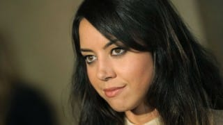 I fall in love with girls and guys, says Aubrey Plaza