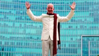बिल गेट्स यांनाही मागे टाकत अॅमेझॉनचे जेफ बेझोस बनले जगातील सर्वात श्रीमंत व्यक्ती