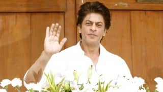 शाहरुख को लोगों के सामने खाने में आती है शर्म !