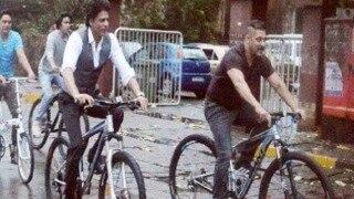शाहरुख और सलमान को करन-अर्जुन में माँ ने मिलाया और अब रियल लाइफ में साइकिल ने