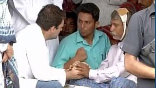 राहुल गांधी ऊना दलित पीड़ितों से मिले