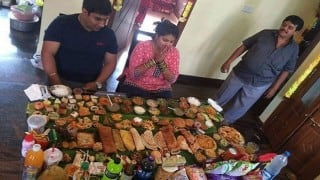 Gujarat: This restaurant in Surat offers the largest food thali, promises Rs 1 lakh to anyone who finishes the food!