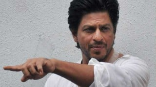 Fresh trouble for Shah Rukh Khan, IT-department serves notice to King Khan on his offshore firms