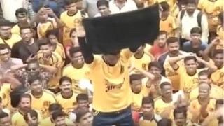 मुंबई में दही हांडी को लेकर उड़ी सुप्रीम कोर्ट के आदेश की धज्जियाँ, बना 42 फीट ऊँचा पिरामिड
