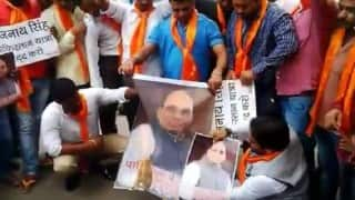 Hindu Sena burns effigies of Home Minister Rajnath Singh for his decision to visit Pakistan (Watch Video)